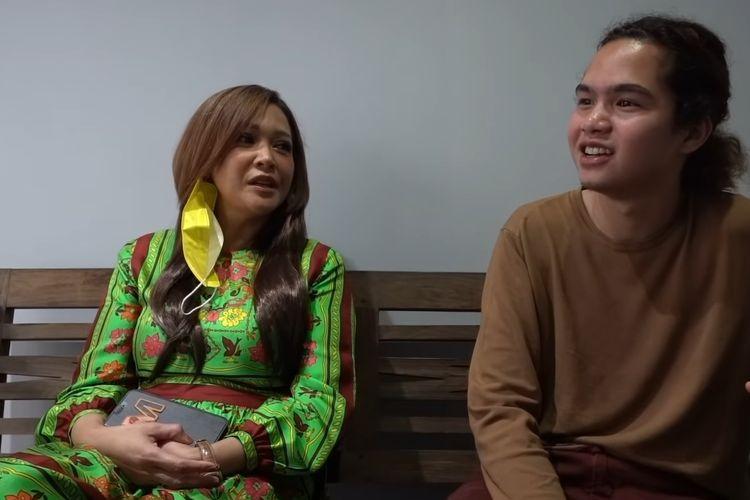 Dul Jaelani bersama ibunya, Maia Estianty