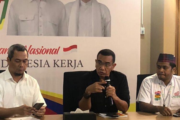 Juru bicara Tim Kampanye Nasional Joko Widodo-Maruf Amin, Arya Sinulingga, saat konferensi pers di Posko Cemara, Kamis (15/11/2018).