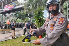 Polisi Temukan Bola Kasti Diduga Berisi Cairan Kimia Saat Demo Berujung Rusuh