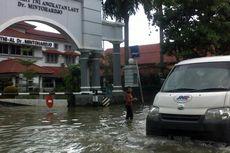 Banjir di Benhil Mulai Surut, Sepeda Motor Bisa Melintas