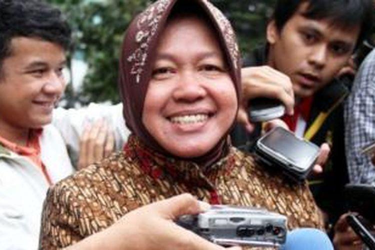 Wali Kota Surabaya, Tri Rismaharini usai kosultasi soal pengelolaan Kebun Binatang Surabaya (KBS) ke Komisi Pemberantas Korupsi (KPK) Jalan Rasuna Said, Kuningan, Jakarta Selatan, Senin (20/1/2014).