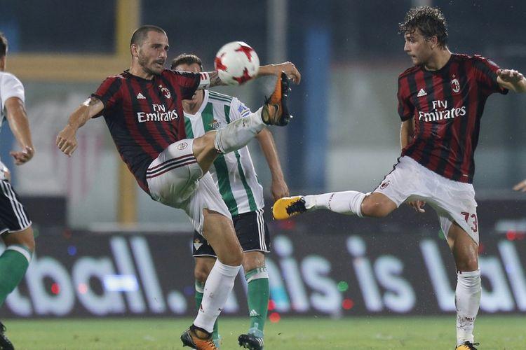 Leonardo Bonucci menjadi kapten AC Milan pada laga persahabatan kontra Real Betis di Catania, Rabu (9/8/2017).