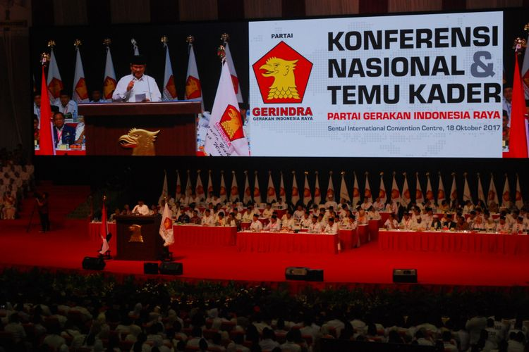 Ketua Umum Partai Gerindra Prabowo Subianto saat berpidato di hadapan ribuan kader Gerindra, di Gedung Sentul International Convention Center, Rabu (18/10/2017).