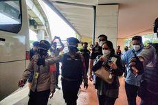 Tinggalkan Bandara, Sejumlah Keluarga Penumpang Sriwijaya Air Berangkat ke RS Polri