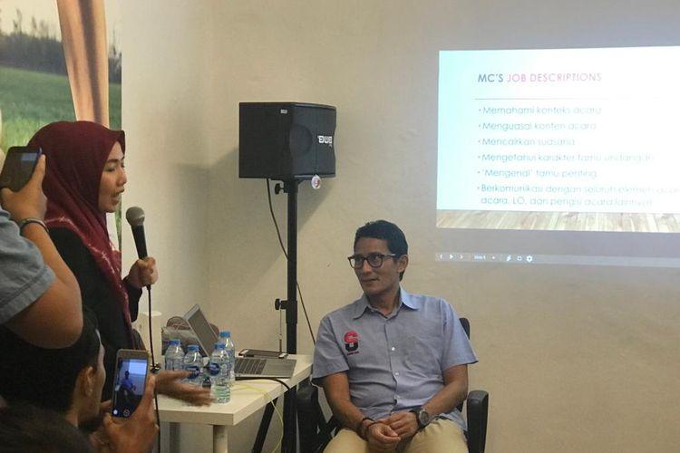 Calon wakil presiden nomor urut 02 Sandiaga Uno menyambangi pelatihan menjadi MC di Rumah Siap Kerja, di Kebayoran Baru, Jakarta Selatan, Rabu (24/4/2019).