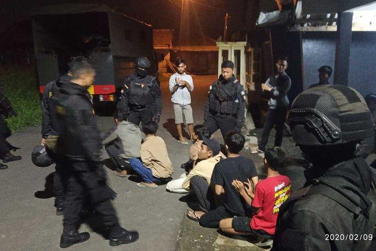 Timsus Polres Tasikmalaya Kota berhasil menangkap anggota geng motor yang selalu resahkan masyarakat di jalan raya, Minggu (9/2/2020) dini hari tadi.
