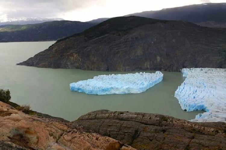 Gunung es pecah di Chile
