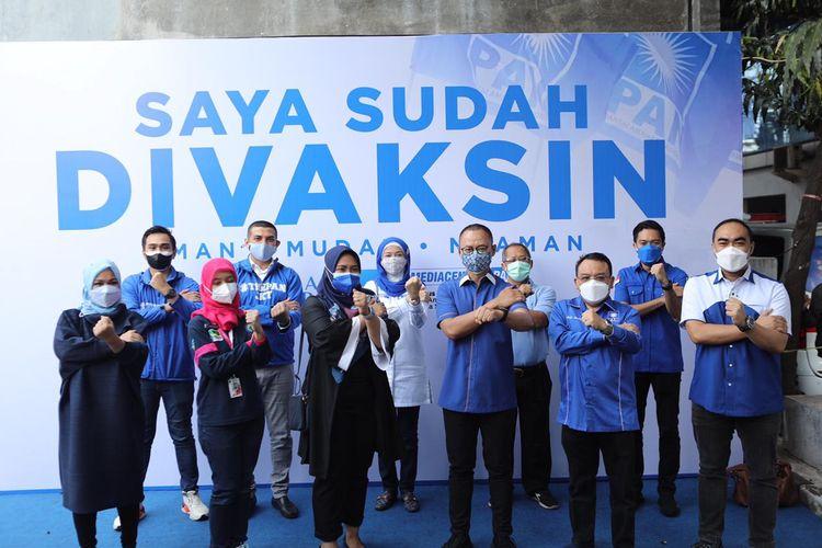 Partai Amanat Nasional (PAN) menggelar vaksinasi gratis kepada 1.200 warga Jakarta, Sabtu (17/7/2021).