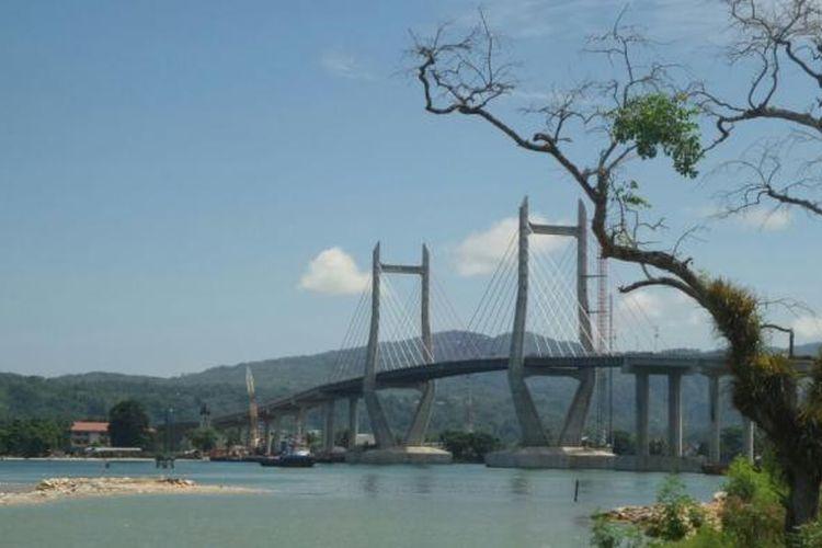 Jembatan Merah Puti, Kota Ambon, Maluku.