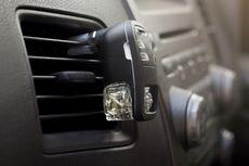 Pewangi Kabin Bisa Rusak Interior Mobil, Mitos atau Fakta?