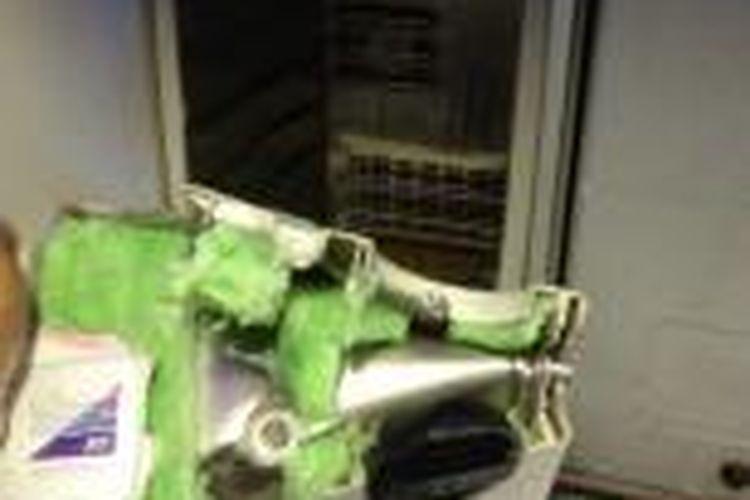 Letupan pendingin minuman anggur diduga disebabkan oleh korsleting listrik.