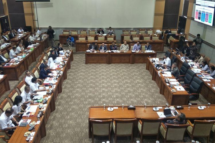 Menteri Hukum dan HAM Yasonna Laoly dalam rapat kerja dengan Komisi III di Kompleks Parlemen, Senayan, Jakarta, Kamis (28/11/2019).