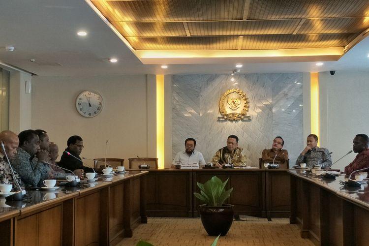 Pemerintah Kabupaten Nduga, Papua, bertemu dengan Ketua DPR RI Bambang Soesatyo di Kompleks Parlemen, Senayan, Jakarta, Senin (5/8/2019).
