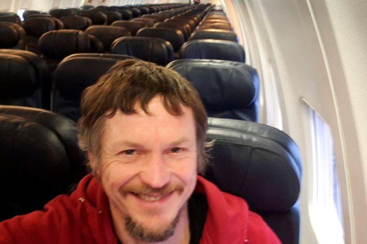 Skirmantas Strimaitis menjadi penumpang satu-satunya dalam pesawat dari Lithuana ke Italia pada 16 Maret 2019. (AP Photo via Daily Mail)