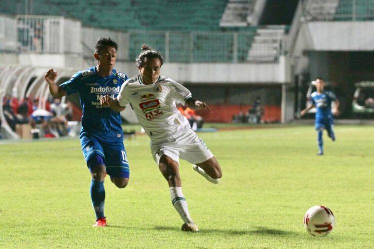 Duel Persib vs PSS di leg pertama semifinal Piala Menpora 2021 di Stadion Maguwoharjo, Sleman, Yogyakarta, Jumat (16/4/2021).