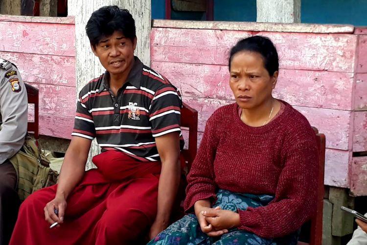 Kedua orangtua Anugerah Tandi Rannu saat ditemui di rumahnya di desa Katun Poya, kecamatan Kapala Pitu, Toraja Utara, Jumat (07/12/2018)