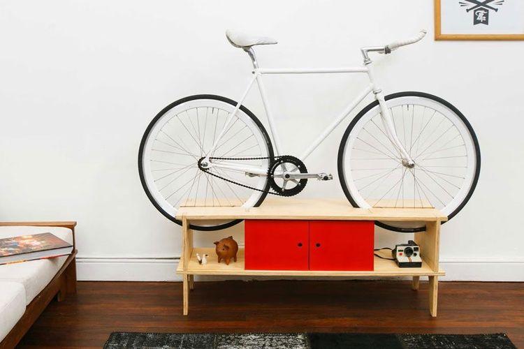 Meja untuk menyimpan sepeda