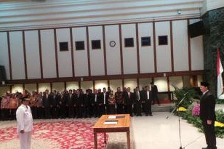 Gubernur DKI Jakarta Basuki Tjahaja Purnama melantik Wali Kota Jakarta Selatan Tri Kurniadi, di Balai Kota, Kamis (13/8/2015).
