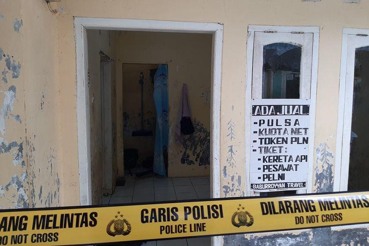 Garis polisi dipasang di kontarkan pelaku penusukan Wiranto.