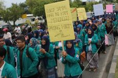 Massa Mahasiswa Keperawatan di Banda Aceh Turun ke Jalan