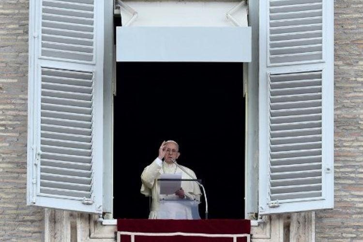Paus Fransiskus saat memimpin doa di lapangan Santo Petrus, Vatikan, Rabu (1/11/2017).