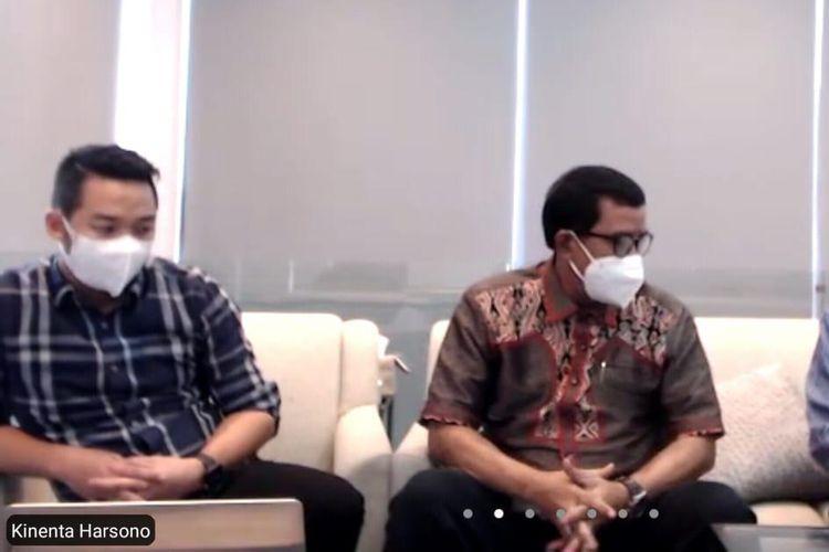 Adik Askara Parasady Harsono, Kinenta Harsono (kiri) memberi keterangan tentang teror yang dialami keluarganya, Kamis (1/7/2021).