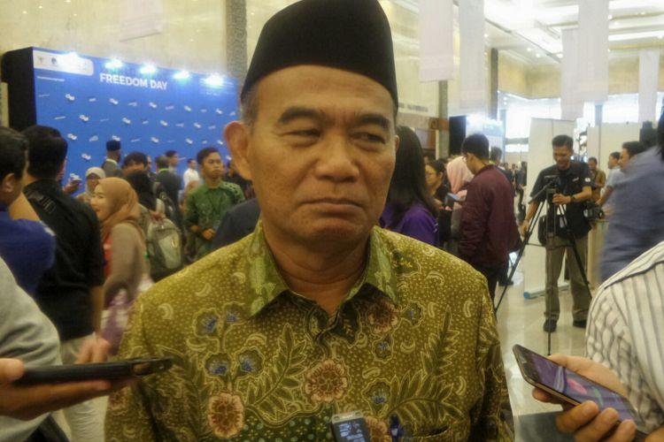 Menteri Pendidikan dan Kebudayaan Muhadjir Effendy saat ditemui usai menghadiri pembukaan Hari Kebebasan Pers Sedunia, di Jakarta Convention Center, Rabu (3/5/2017).