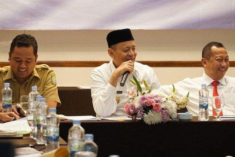 Wali Kota Tangerang Arief R Wismansyah dan Gubernur Banten Wahidin Halim dalam rapat koordinasi penyelesaian polemik antara Pemkot Tangerang dan Kemenkumham di Hotel Aryaduta Lipo Karawaci, Tangerang, Selasa (23/7/2019).