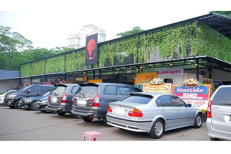 Area parkir luas di Point 11