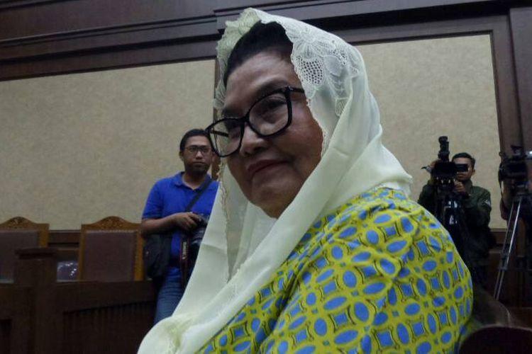 Mantan Menteri Kesehatan, Siti Fadilah Supari, sebelum pembacaan vonis hakim di Pengadilan Tipikor Jakarta, Jumat (16/6/2017).