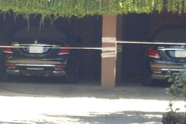 Mobil Raja Salman diparkir di parkiran hotel St. Regis, Nusa Dua Bali