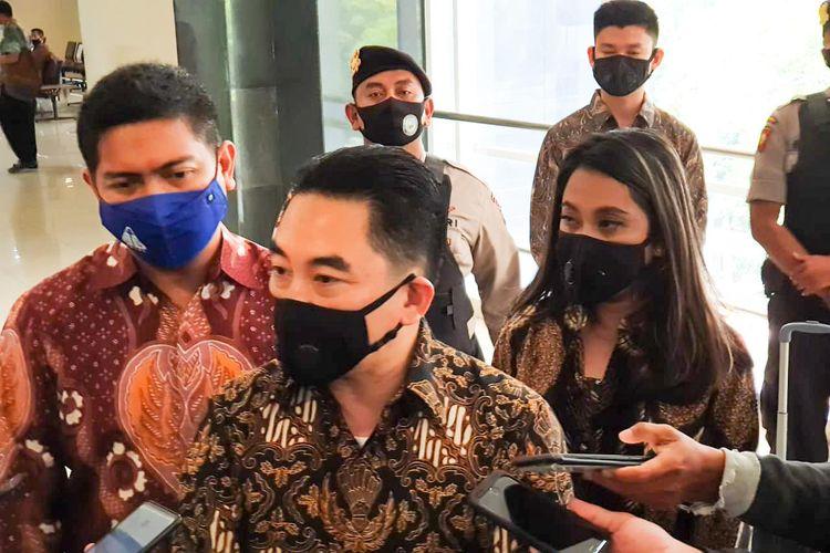 Direktur Utama PT Karya Citra Nusantara (KCN) Widodo Setiadi didampingi kuasa hukum KCN Agus Triyanto dan juru bicara KCN Maya S Tunggagini dalam sidang putusan penundaan kewajiban pembayaran utang (PKPU). Majelis Hakim Pengadilan Niaga memutuskan PKPU KCN selesai dan berakhir damai atau homologasi.