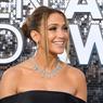 Berbikini Putih, J-Lo Pamer Wajah Glowing dan Tubuh Seksi
