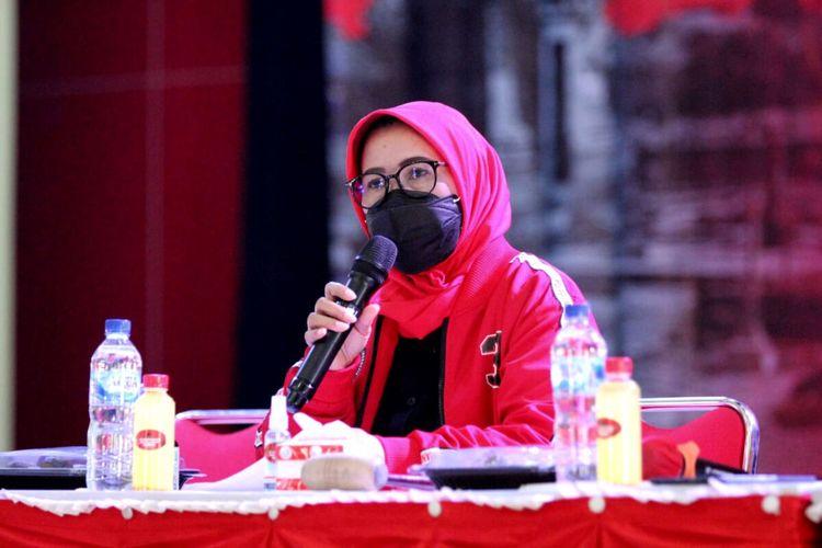 Anggota DPR RI Fraksi PDI Perjuangan Sri Rahayu memberikan sambutan pada Rakerda DPD PDI Perjuangan Jawa Timur di Gedung Kesenian, Kota Blitar, Senin (21/6/2021)
