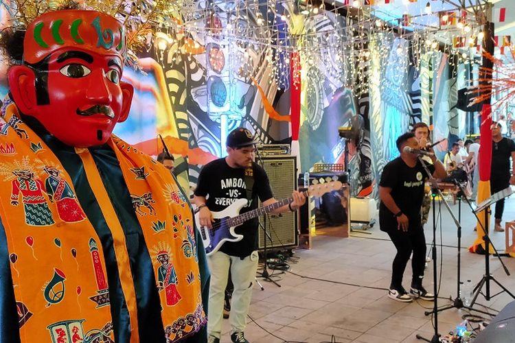 JakJazz bersama Barry Likumahuwa menghibur pengunjung yang ada di acara JAKBERFEST 2019 dan Terowongan Kendal, Sabtu (30/11/2019).