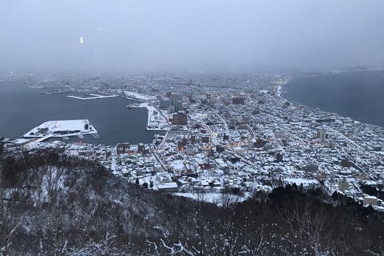 Pemandangan Kota Hakodate dilihat dari atas Gunung Hakodate, Prefektur Jepang, Jumat (15/2/2019). Wisatawan bisa naik ke atas Gunung Hakodate dengan kereta gantung.