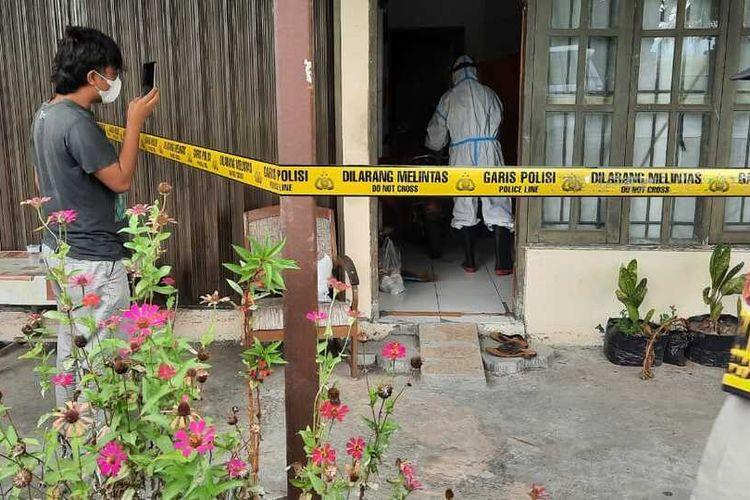 Warga dengan alamat Tangerang meninggal dunia saat sedang isolasi mandiri di sebuah Ruko Pedukuhan 1, Kalurahan Krembangan, Kapanewon Panjatan, Kabupaten Kulon Progo, Daerah Istimewa Yogyakarta.