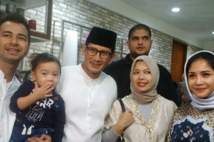 Sandiaga Uno dan istri menghadiri acara pengajian yang digelar di kediaman Raffi Ahmad dan Nagita Slavina di Green Andara Residence, Pondok Labu, Jakarta Selatan, Sabtu (18/2/2017).