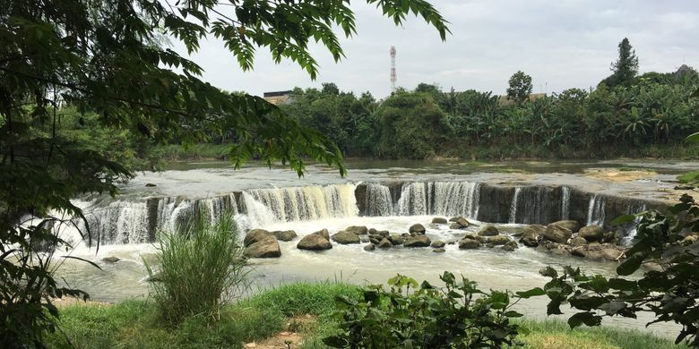 7 Air Terjun Dekat Dengan Jakarta Segar Halaman All Kompas Com