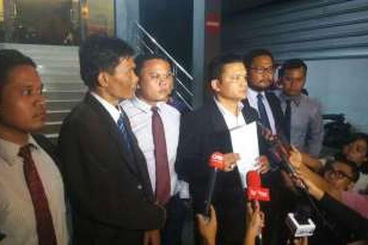 Tim kuasa hukum Basuki Tjahaja Purnama atau Ahok melaporkan Sekretaris Jenderal DPD FPI Jakarta Novel Chaidir Hasan