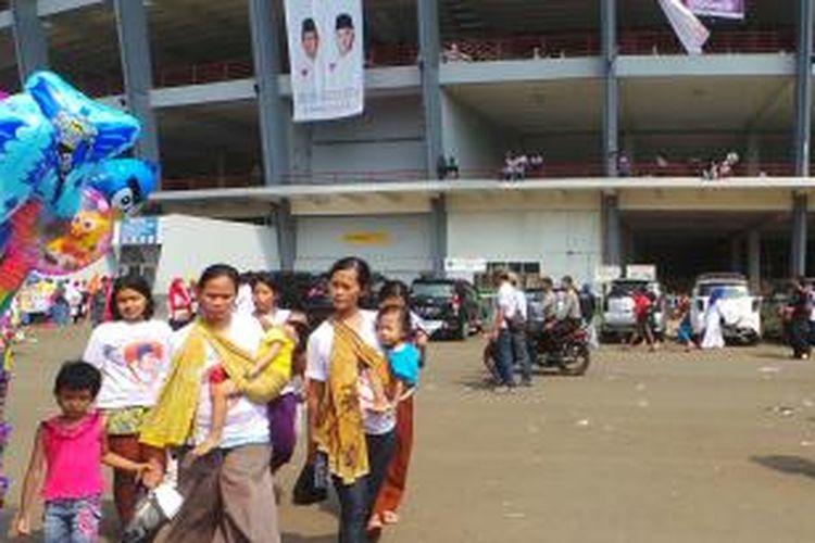 Kampanye pasangan Capres dan cawapres Prabowo Subianto dan Hatta Rajasa di Gelora Bung Karno, Senayan, Jakarta, banyak diikuti anak kecil. Minggu (22/6/2014).