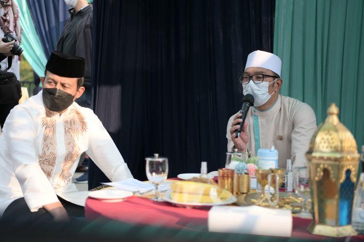 Gubernur Jabar Ridwan Kamil saat menghadiri Buka Bersama On The Screen (BUBOS) 5 2021 di Gedung Sate, Kota Bandung, Sabtu (24/4/2021).