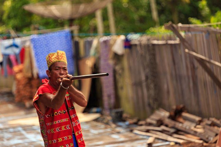 Sumpitan, olahraga tradisional dari Kalimantan DOK. Shutterstock/Widhibek
