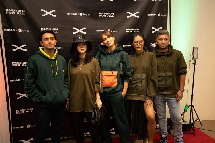 Selebritas dan influencer tanah air mengenakan koleksi Erigo X di New York Fashion Week Spring/Summer 2022, Rabu (08/09/2021).