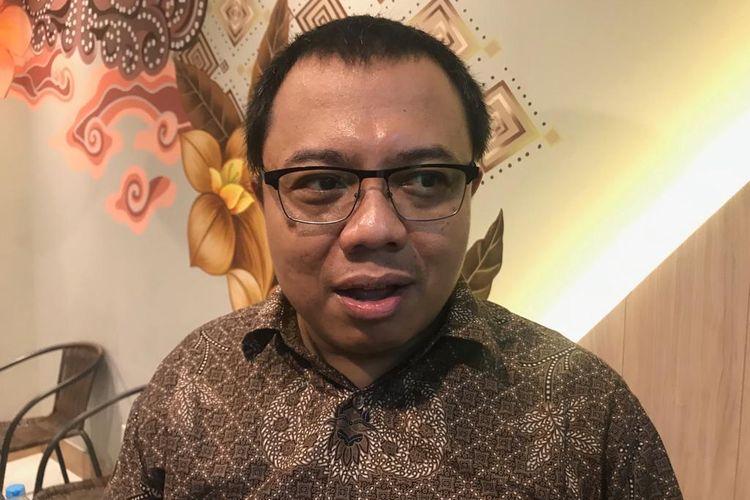 Direktur Eksekutif PARA Syndicate yang juga pendidiri kawalbansos.id Ari Nurcahyo saat acara diskusi bertajuk Persaingan Makin Ketat: Siapa Selamat, Siapa Blunder?, di Kafe Kanorai, Stasiun Gambir, Jakarta Pusat, Senin (25/3/2019).