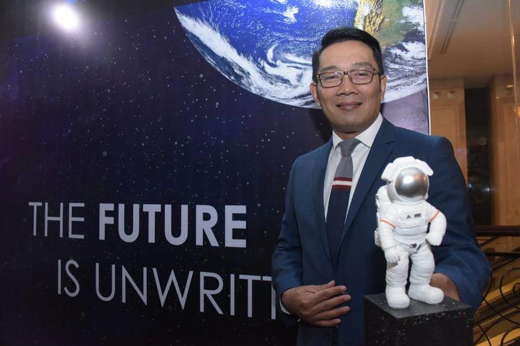 Sukses Terapkan Digitalisasi di Jabar, Emil Raih Penghargaan Dari IDX