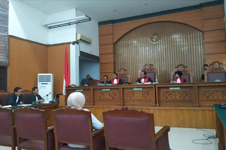 Terdakwa kasus penyebaran berita bohong Ratna Sarumpaet menjalani agenda pembacaan replik di Pengadilan Negeri Jakarta Selatan, Jumat (21/6/2019).