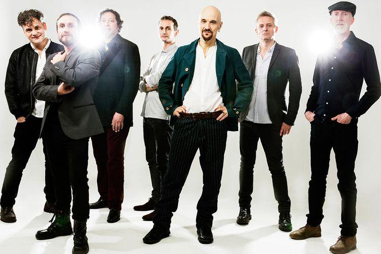James adalah band asal Inggris yang terbentuk sejak 1982.