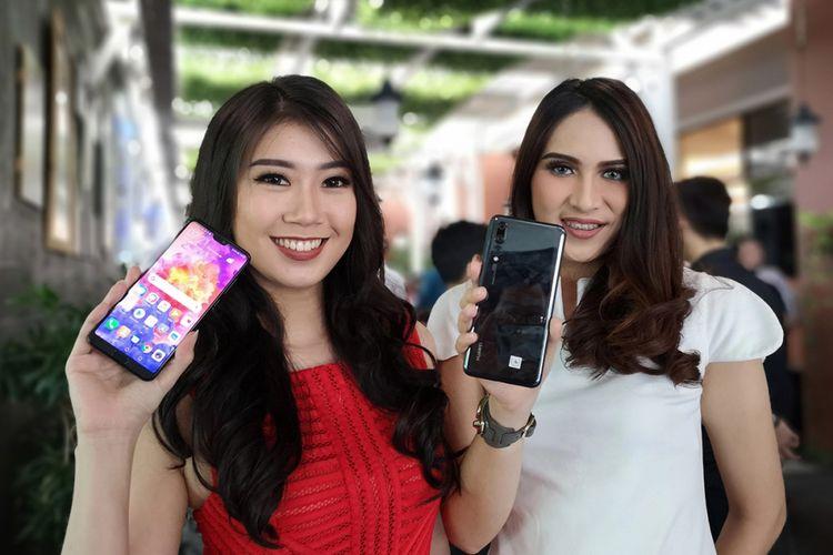 Model memamerkan Huawei P20 Pro dalam acara peluncurannya di Jakarta, Kamis (28/6/2018). Foto diambil dengan lensa wide Huawei P20 Pro menggunakan mode aperture untuk simulasi bokeh.