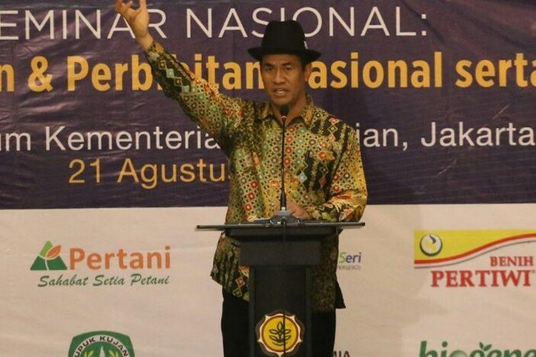 Menteri Pertanian Andi Amran Sulaiman berbicara pada Pengukuhan Dewan Pengurus Pusat Masyarakat Perbenihan dan Perbibitan Indonesia (MPPI), di Auditorium Kementan, Jakarta pada Senin (21/8/2017).